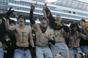 Hawkeye_fans_18_display_image