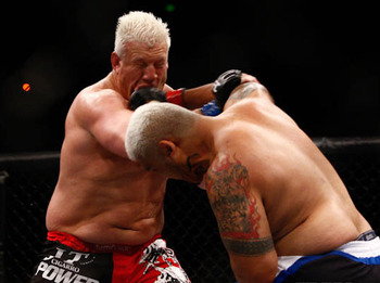 001_mark_hunt_vs_chris_tuchscherer1_display_image