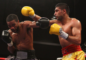 Lamont Peterson (left) and Amir Khan (right)