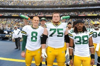 Aaron-rodgers-photobomb-2_display_image
