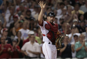 The Fenway crowd acknowledges Varitek break Carlton Fisk's club record for games caught