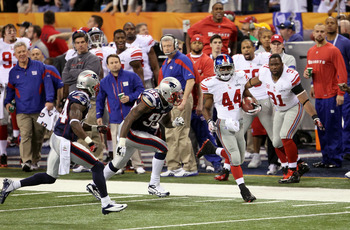 Ahmad Bradshaw runs away from the Patriots D.