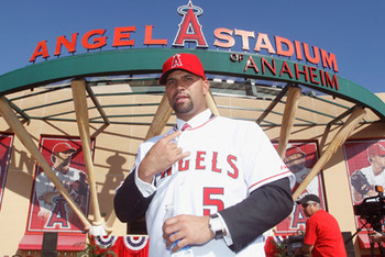 Albertpujolsinfrontofangelstadium_original_display_image