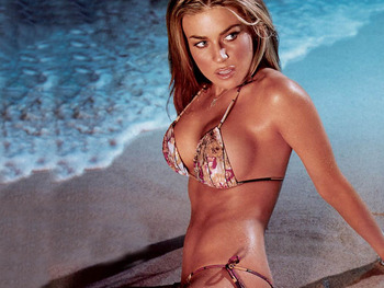 Carmen-electra-caught-on-the-beach-1-1024x768_display_image