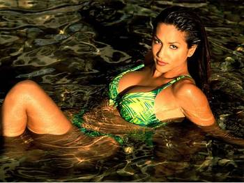 Leeann-tweeden-bikini-in-water_display_image