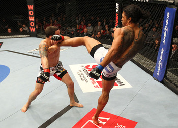 Ufc144_12_edgar_vs_henderson_005_display_image
