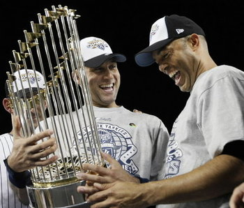 World-series-trophy-af4df7b683d5ee7a_large_display_image