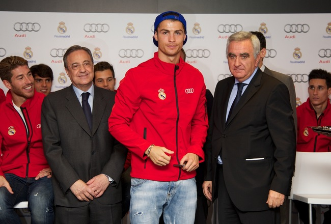 MADRID, SPAIN - NOVEMBER 08:  Real Madrid player Cristiano Ronaldo (C) receives the keys of the new Audi car during the presentation of Real Madrid's new cars made by Audi at the Jarama racetrack on November 8, 2012 in Madrid, Spain.  (Photo by Carlos Alv
