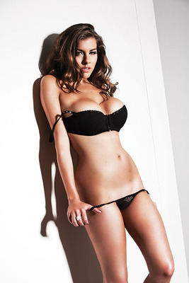 Imogen-thomas-zoo-3_display_image_display_image