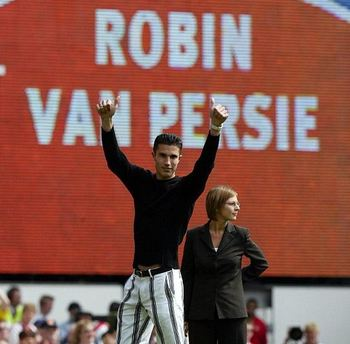 Robin van Persie arrives at Arsenal. Photo courtesy of Daily Mail.