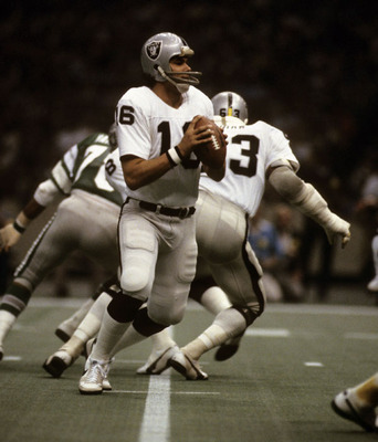 Nfl-raiders-super_bowl_xv_plunkett-jim-16-white-1981-stockpic1_display_image