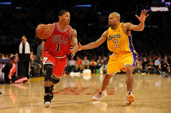 Derrick Rose driving by the Lakers' Derek Fisher.