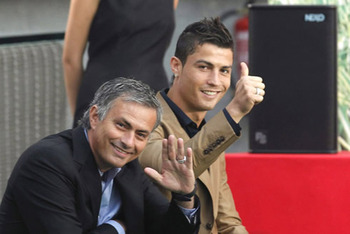 Cristiano-ronaldo-418-and-jose-mourinho-similing-to-the-cameras_display_image