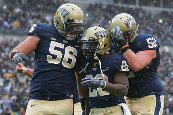 Lucas Nix (52) celebrates a Pitt Panthers rushing touchdown.