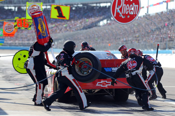 Kevin Harvick's pit crew did a masterful job repairing his car at Bristol