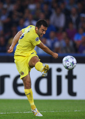 NAPLES, ITALY - SEPTEMBER 27:  Giuseppe Rossi (L) of Villarreal CF in action during the UEFA Champions League Group A match between SSC Napoli and Villarreal CF at Stadio San Paolo on September 27, 2011 in Naples, Italy.  (Photo by Paolo Bruno/Getty Image