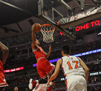 Derrick Rose led all scorers with 32 points as the Bulls handed the Knicks their sixth straight loss.