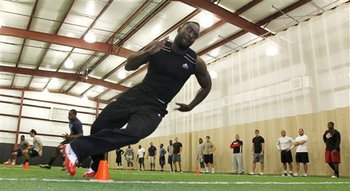 Demario Davis running drills at the Arkansas State pro day.