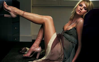 Charlize_theron_hot_1680_x_1050_widescreen-1440x900_display_image