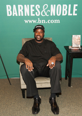 Look, Shaq doing something other than his job!