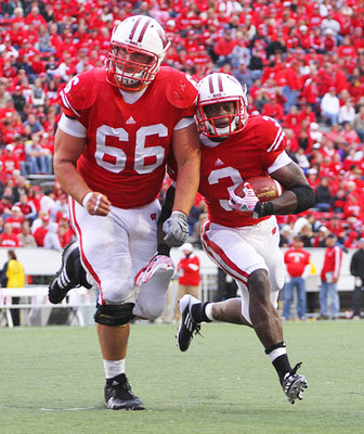 Courteousy of google images.  Konz leading the way for Montee Ball!!