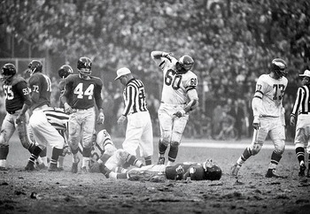 Chuck-bedrarick-vs-frank-gifford-1960_display_image