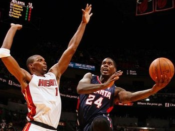 Chris-bosh-defending-the-hoop_display_image