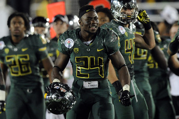 PASADENA, CA - JANUARY 02:  Running back Kenjon Barner #24 of the Oregon Ducks reacts while taking on the Wisconsin Badgers at the 98th Rose Bowl Game on January 2, 2012 in Pasadena, California.  (Photo by Harry How/Getty Images)