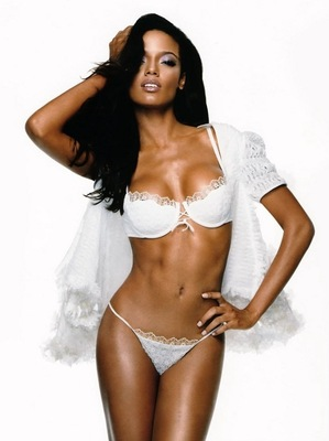 Selita-ebanks-4_display_image