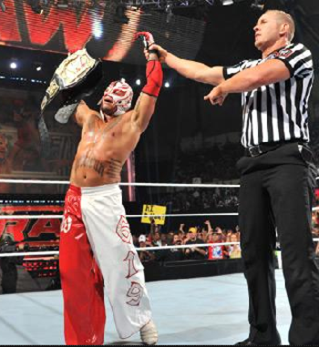 Rey-mysterio-wwe-champion1_display_image_display_image