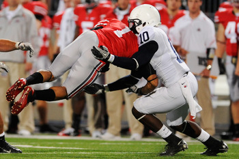 Malcolm Willis makes a tackle against Ohio State