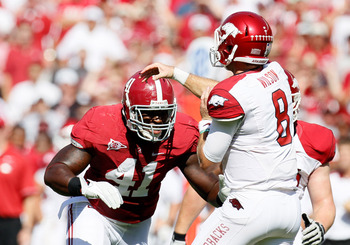 TUSCALOOSA, AL - SEPTEMBER 24:  Courtney Upshaw #41 of the Alabama Crimson Tide against the Tyler Wilson #8 of the Arkansas Razorbacks at Bryant-Denny Stadium on September 24, 2011 in Tuscaloosa, Alabama.  (Photo by Kevin C. Cox/Getty Images)
