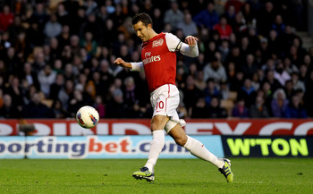 WOLVERHAMPTON, ENGLAND - APRIL 11:  Robin van Persie of Arsenal scores their first goal from the penalty spot during the Barclays Premier League match between Wolverhampton Wanderers and Arsenal at Molineux on April 11, 2012 in Wolverhampton, England.  (P