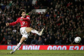 MANCHESTER, UNITED KINGDOM - JANUARY 25:  Ruud van Nistlerooy of Manchester shoots on goal during the Carling Cup Semi Final Second Leg between Manchester United and Blackburn Rovers at Old Trafford on January 25, 2006 in Manchester England.  (Photo by Cl