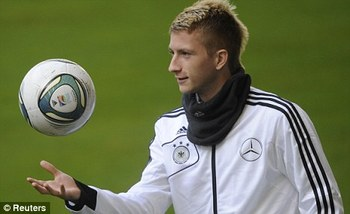 http://www.dailymail.co.uk/sport/football/article-2061098/Manchester-City-want-Germany-winger-Marco-Reus.html