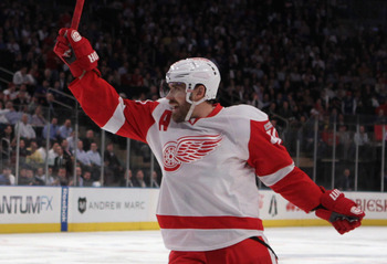 Henrik Zetterberg, posing for his bronze statue.
