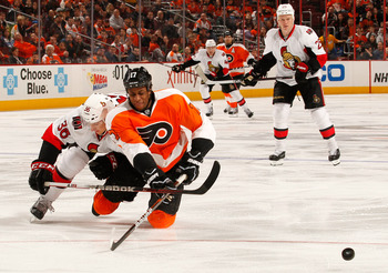 Wayne Simmonds' playoff struggles may bring him to his knees.