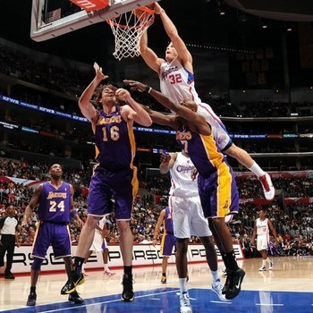 Blake_griffin_dunks_on_lamar_odom__pau_gasol_display_image_display_image