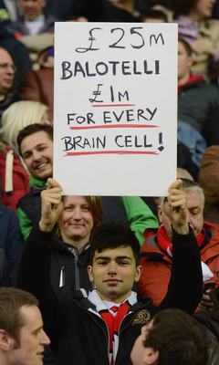 Anti Balotelli Sign