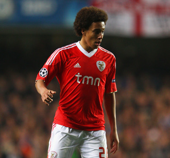 LONDON, ENGLAND - APRIL 04:  Axel Witsel of Benfica in action during the UEFA Champions League Quarter Final second leg match between Chelsea and Benfica at Stamford Bridge on April 4, 2012 in London, England.  (Photo by Warren Little/Getty Images)