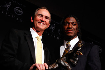 Robert Griffin III with the Heisman memorial trophy.