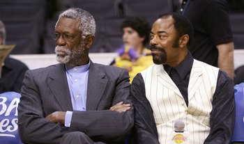 Walt Frazier (R) and Bill Russell (L) chat about basketball.