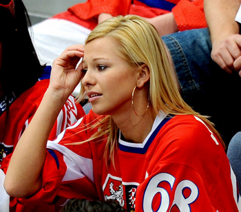 Image Source: http://www.hockeyjackass.com/puckbunny-of-the-week/jagr-bomb-inna-puhajkova/