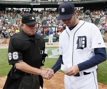Armando-galarraga-shakes-hands-with-jim-joyce_display_image