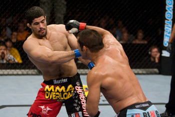 Ufc88_07_henderson_vs_palhares_007_display_image