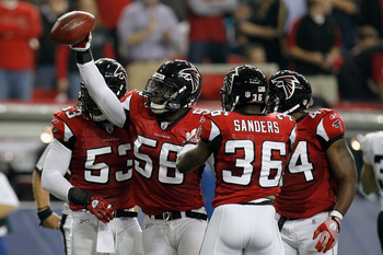 LB Sean Weatherspoon will lead a defense that should be much improved in 2012.