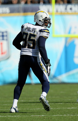 SAN DIEGO, CA - SEPTEMBER 25:  Linebacker Shaun Phillips #95 of the San Diego Chargers plays against the Kansas City Chiefs at Qualcomm Stadium on September 25, 2011 in San Diego, California.  The Chargers won 20-17.  (Photo by Stephen Dunn/Getty Images)
