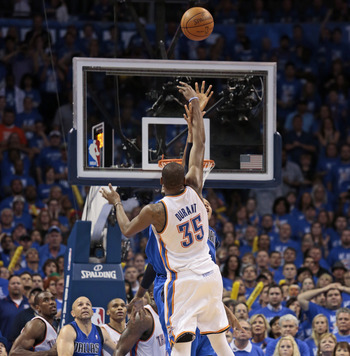 Kevin Durant makes the game-winning shot in Oklahoma City's 99-98 triumph over Dallas.