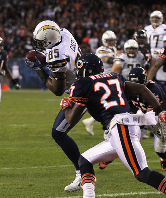 CHICAGO, IL - NOVEMBER 20: Antonio Gates #85 of the San Diego Chargers catches a touchdown pass in front of Major Wright #27 of the Chicago Bears at Soldier Field on November 20, 2011 in Chicago, Illinois. (Photo by Jonathan Daniel/Getty Images)