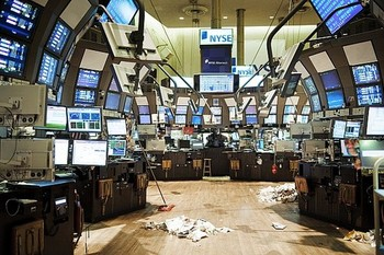 The-empty-stock-exchange-floor-justin-guariglia_display_image